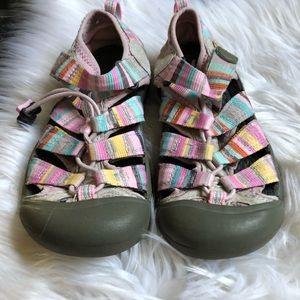 c70ccb6f4b41 Keen Shoes - KEEN Girls Sz 2 Newport H2 Pink Multi-Color Stripe